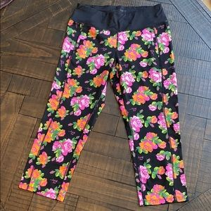 Betsey Johnson Performance - Floral Capri Leggings